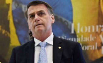 Após cirurgia, Bolsonaro chega a Brasília e diz que reassume Presidência nesta terça