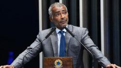 Romário é condenado a pagar R$ 408 mil por dívida de aluguel em Brasília.