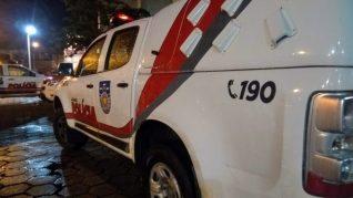 Dupla é presa com arma após abastecer veículo e fugir sem pagar no Sertão