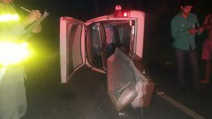 Carro de funerária capota e caixão cai em rodovia na zona rural de Arapiraca