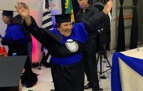Idosa realiza sonho e se forma em pedagogia aos 81 anos