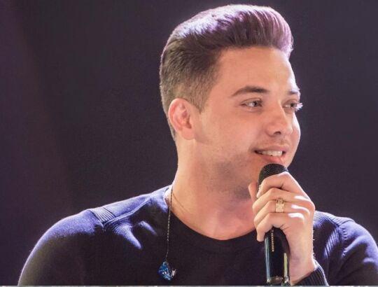 """Cantando seus grandes sucessos, Wesley Safadão anuncia live do projeto """"TBT"""""""