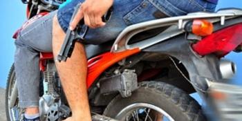 Homem rouba moto de vítima e abandona outra no local, em Arapiraca