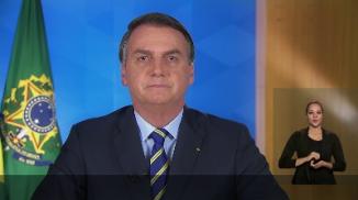"""Bolsonaro critica """"superpoderes"""" dados a estados e municípios pelo STF"""