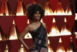 Halle Berry pede desculpas por cogitar papel de transgênero em filme