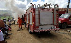 Incêndio destrói casa e deixa idoso ferido em Maceió