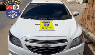 Veículo com queixa de roubo é recuperado pela Polícia Militar em Palmeira dos Índios.