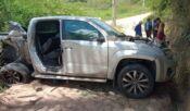 Motorista perde controle e caminhonete colide com poste, na AL-413